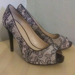 Nine West size 8 nude and black lace peep toe pump